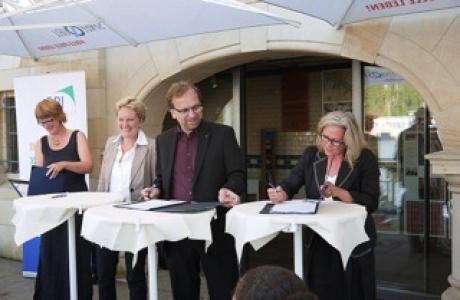 FIKO unterzeichnet engere Kooperation zwischen Schulen und Unternehmen